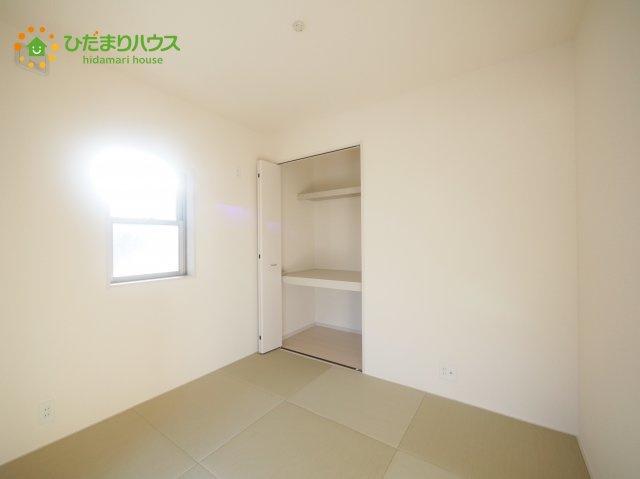 リビングと隣り合わせにある和室は合わせて20帖!扉を閉めれば、来客用の部屋として使えます♪