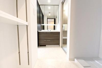 現在、駐車場に空きがございます(令和3年3月時点)※駐車場等の空き状況は都度確認が必要です。