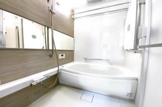 駐車場台数:254台[平面駐車場119台(内 軽専用1台、福祉対応2台)、機械式駐車場128台、来客用平面駐車場7台(内 福祉対応1台)