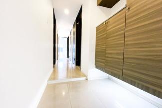 駐輪場やバイク置場も充実しています。屋根付きで雨の日でも安心ですね。