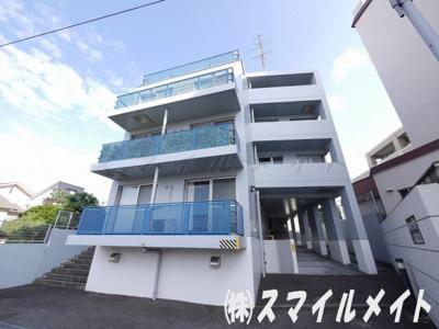 横浜の閑静な住宅街の高台に立地