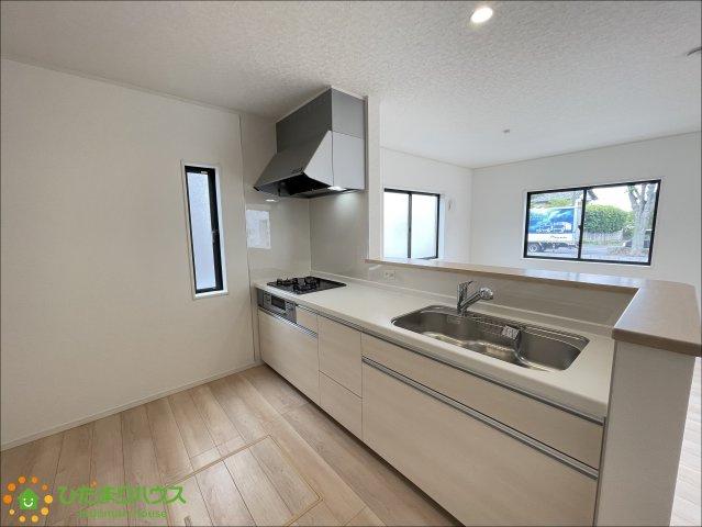 嬉しいオープンキッチン♪奥行きもあるので冷蔵庫などを置いても広々と使えます!