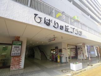 1Fには多くの商業施設が入り、駅近を実感します。