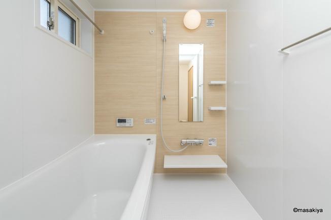 お風呂 一坪タイプで広々です。