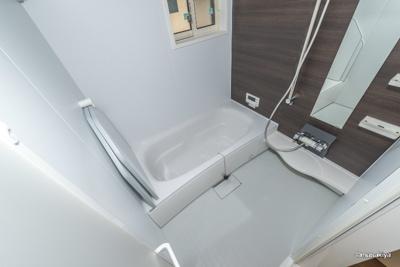 お風呂 一坪タイプで広々です。追い焚き・浴室乾燥機付きです。