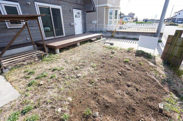 お庭もありますので季節の植物を植えてガーデニングを楽しみたいですね。