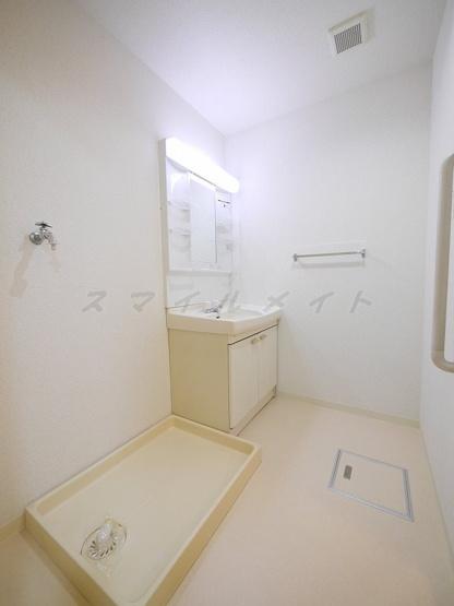 広々脱衣洗面所・ドラム式洗濯機も置けます。