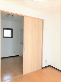 キッチン横に窓有(半分開き)