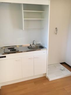 キッチンの横に洗濯機置き場があります。