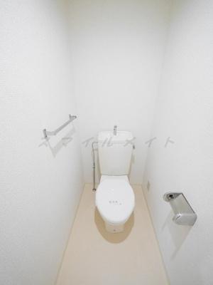 清潔感のあるトイレです。コンセントがありウォシュレット取付可