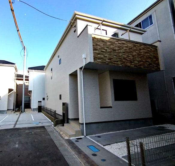 物件の外観です 二階建て 3LDK 閑静な住宅地 1階リビング JR横須賀線「新川崎」駅徒歩20分
