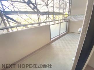 両面バルコニーで室内は開放的です♪こちらは北側バルコニーです♪※令和3年3月19日現在:大規模修繕工事中です。
