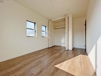 ■1階、2階に設置 ■自動開閉で清潔 ■「スゴフチ」奥までぐるーっとフチなしのお手入れカンタン仕様