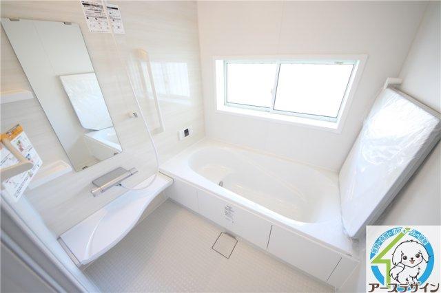 ■広々とした浴室で、一日の疲れをゆっくりと癒すことができます♪ 浴室暖房乾燥機付きで、雨の日や夜間も洗濯物をスッキリと乾かすことができますね♪