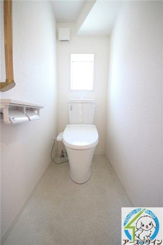 ■シャワー洗浄機能付トイレは標準仕様。冬場は暖かヒーターも装備!快適、省エネ、お掃除ラクラク仕様のウォシュレット!