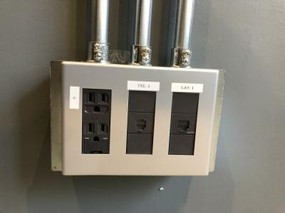各室内に設置されているアウトレットでインターネット光ギガ回線利用無料