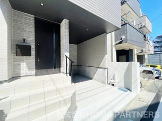 駐車スペース/ポスト設置済み/玄関ポーチタイル仕上げ/手すり付