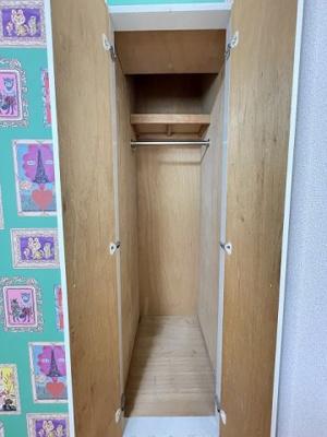洋室5.2帖のお部屋にクローゼットがあります♪お気に入りのお洋服もすっきり収納できます♪クローゼットが2ヶ所あるのが便利ですよね!