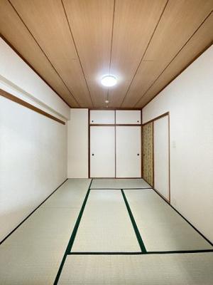 天袋付き押入れのある和室6帖のお部屋です!寝具をすっきり収納できるので和室は寝室にもオススメ☆