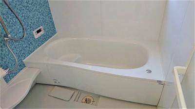 【現地写真】 日々の疲れを癒すお風呂付です♪ 1帖タイプなので広々とした空間ですよ♪
