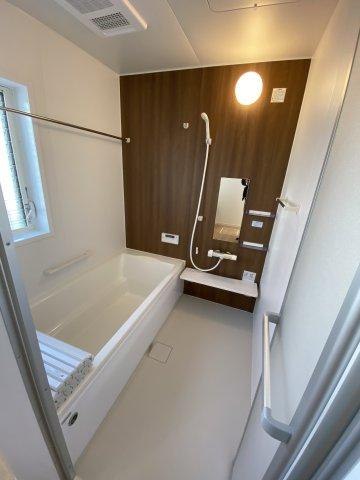 浴室換気乾燥暖房機付きのゆったり一坪サイズ浴室。オールシーズン快適なバスタイムが実現します。