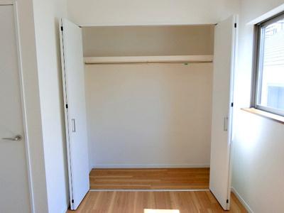 【 収納 】 充分な収納スペースを確保。居室内に余計な家具を置く必要がないので、シンプルですっきりとした暮らしが実現しています♪