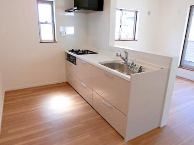 【現地写真】 広いシンクで食器洗いもラクラク♪ ノンストレスで料理の時間をぜひ♪