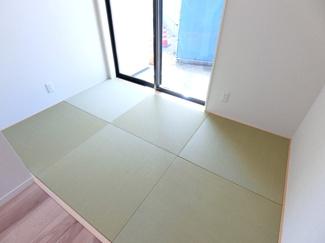 リビング直結の畳スペース。お子様のお昼寝スペース、お着替えスペースとしても大活躍♪