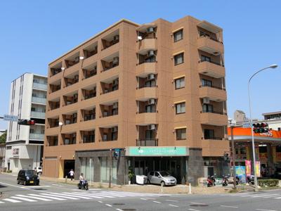 ブルーライン「仲町台」駅より徒歩3分!エレベーター付きの6階建てマンションです♪駅近のお部屋をお探しの方におすすめ♪