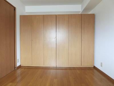 クローゼットのある洋室6帖のお部屋です!クローゼットは可動式なのでお部屋のレイアウトが自由にできますね♪
