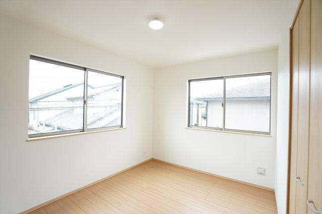 2階6帖 シンプルなお部屋です。どんな家具でも映えます。
