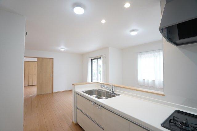 16帖 対面キッチンなのでお部屋全体の様子を見ながらお料理できます。