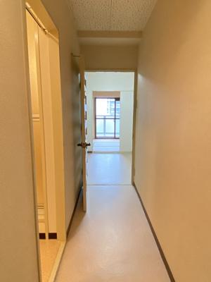 玄関からの廊下