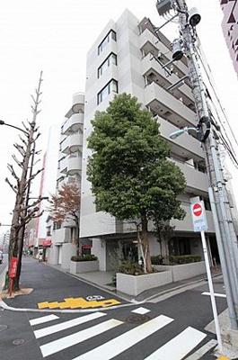 JR中央線「荻窪」駅他、2沿線が徒歩約8分と便利な立地。