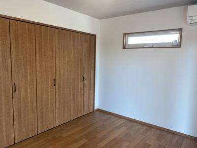 2階6.9帖主寝室。