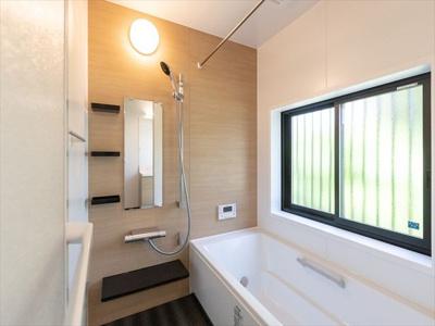 洗濯物を干すのに便利な乾燥暖房機付きシステムバス。