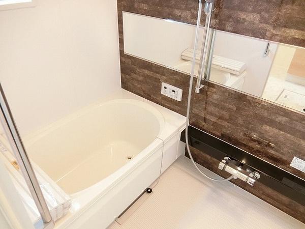 浴室乾燥機、追焚機能付の広々バスルーム!