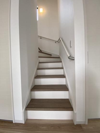 【玄関】守谷市立沢2期 2号棟 2階にフリースペース付き