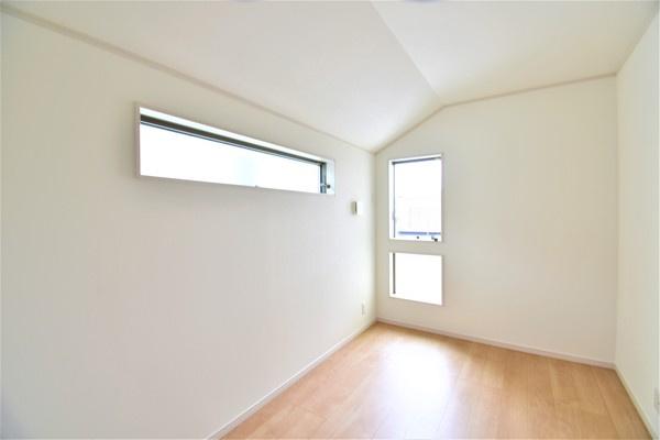 寝室にしてもよし!勉強部屋にしてもよしの洋室です。 落ち着きのある空間♪