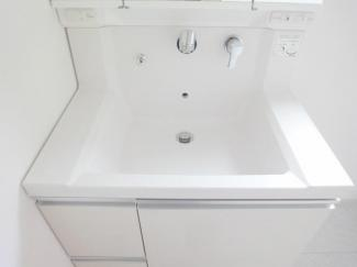 洗面化粧台施工例です。