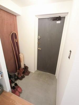 玄関部分です。 ベビーカーなども置くことが出来ます。