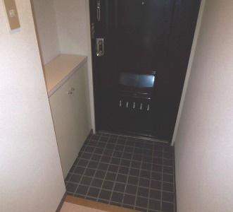 玄関です。シューズボックスがあります