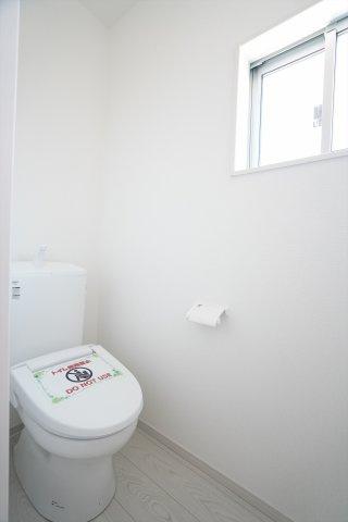 【同仕様施工例】窓もたくさんあるので採光と通風がいいのでお部屋です。