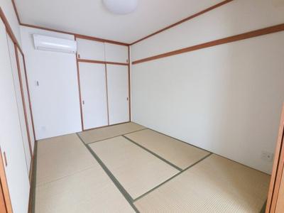 6.0帖の和室です。 リビングと接した和室はオープンにすると開放感あふれるスペースに♪