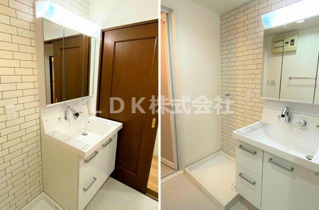 洗面台/3面鏡の裏には小物が入れられる収納付きです。