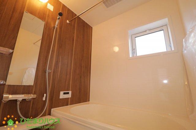 アクセントクロスがオシャレな浴室!楽しいバスタイムをお過ごしください♪