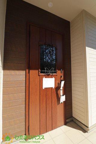 可愛らしいデザインの玄関ドア♪毎日おうちに帰るのが楽しみになりますね♪