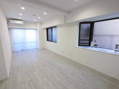 南西角部屋、足音等階下の心配のない1階住居につき子育てにも適した環境です。
