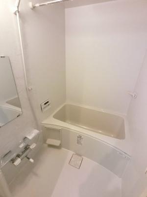 ユニットバス 追炊き・浴室乾燥機付です。