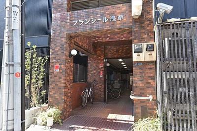 東京メトロ銀座線「田原町」駅より徒歩約5分です。